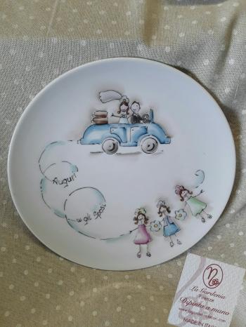 Piatto decorativo con sposi in macchina
