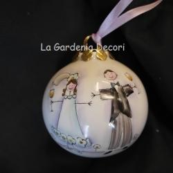 Palla di Natale con sposi che brindano