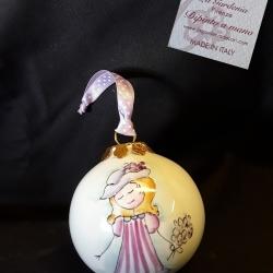 Palla di Natale con bimba romantica