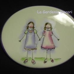 targa ovale con due sorelle